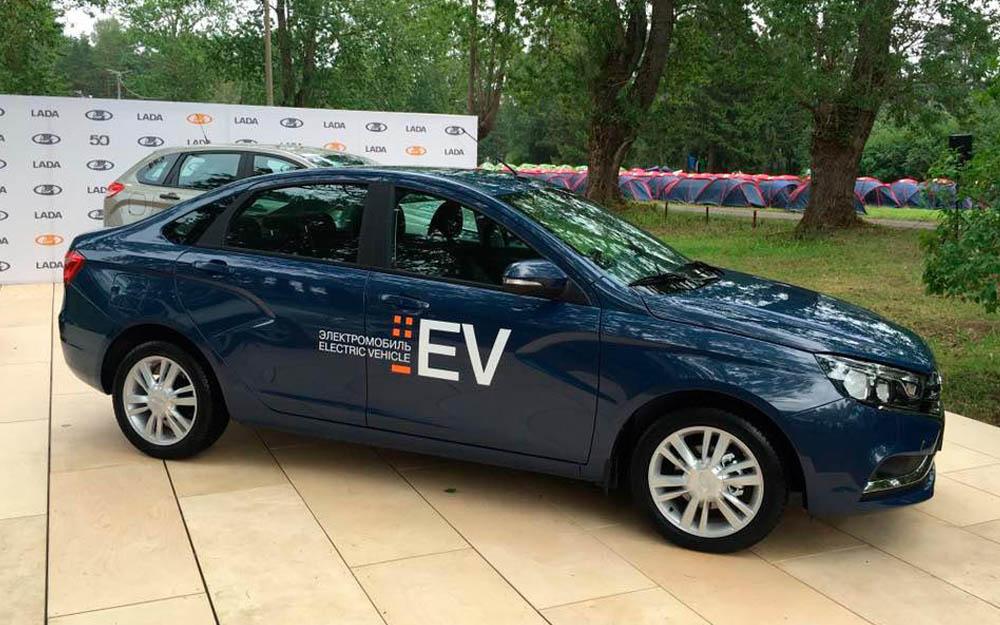 АВТОВАЗ продемонстрировал электрокар LADA Vesta EV.