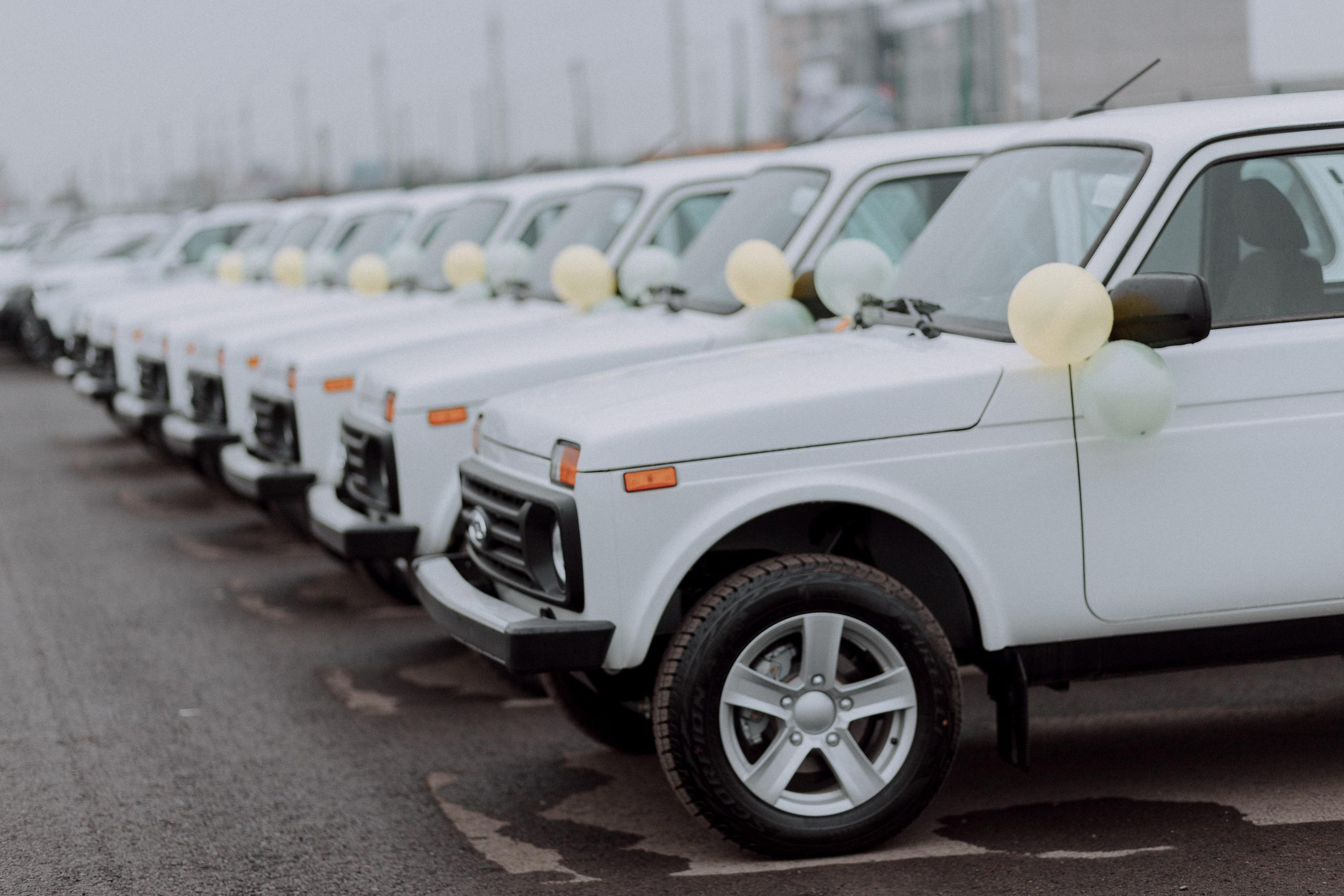 Ключи от 44 автомобилей Lada Niva Legend (4х4) вручили представителям территориальных инспекций госкомэкологии